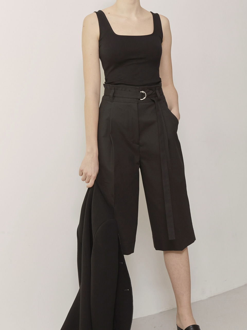 KEILY_High Waisted Bermuda Pants_Black