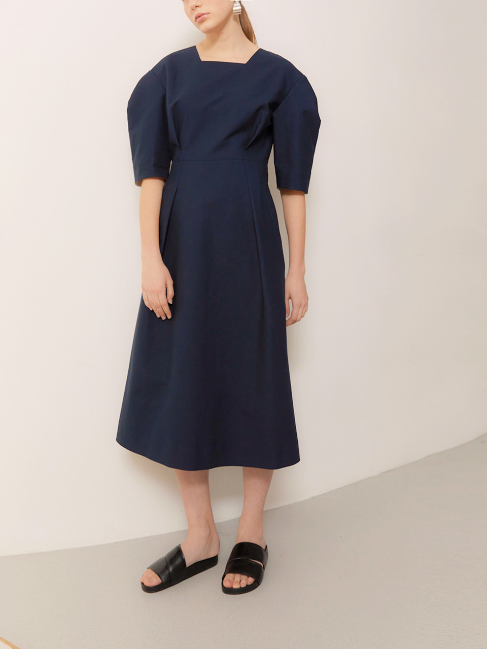 HEATHER_Volume Sleeved Midi Dress_Navy